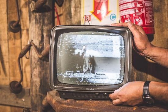 テレビ画面が突然消える原因は?映らないけど音は出るのはナゼ?