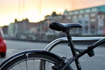 自転車で運ぶなら100均のホルダーも便利