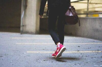 1kmを徒歩で歩くと何分くらいかかる?何歩ある?