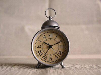 ビジネスで「夕方以降に来てください」何時にいくのが正解?