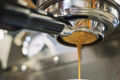 入れたコーヒーに黒いツブが浮いてるのは?