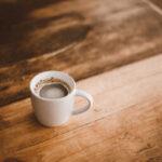 インスタントコーヒーに白いカビ?蜘蛛の巣みたいな白い糸の謎を解説