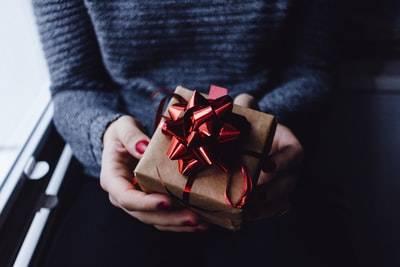厄年のネックレスはいつ買う・いつ贈る?