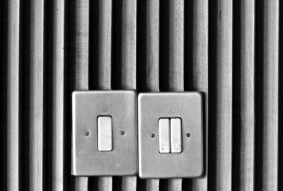 スイッチの記号「 」と「○」オンはどっち?