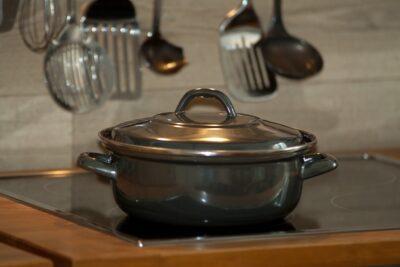 真空状態の鍋の蓋を取る方法は?裏技がある?