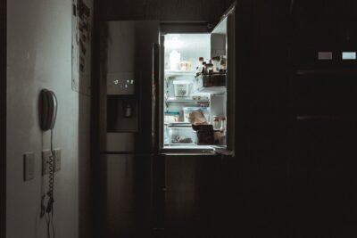 スマホを冷蔵庫や冷凍庫に入れると壊れる?